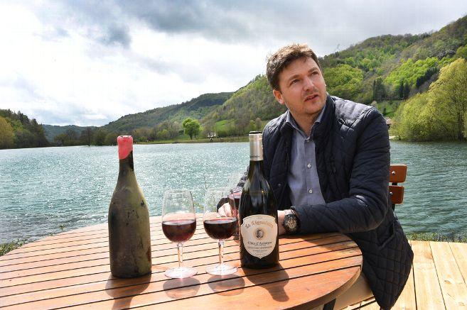 De l'altitude d'un buron cantalien aux profondeurs d'un lac, itinéraire d'un Côtes-d'Auvergne Légendaire